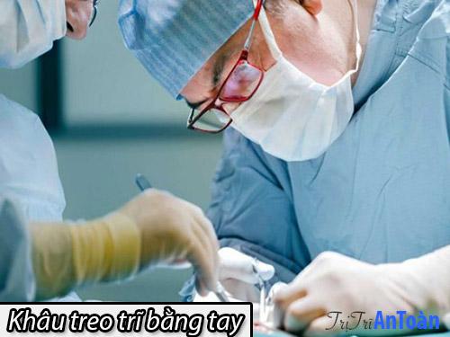 cắt trĩ bằng phương pháp khâu treo trĩ tay